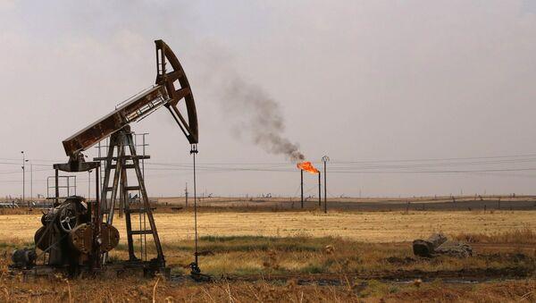 Yacimiento de petróleo en Siria - Sputnik Mundo