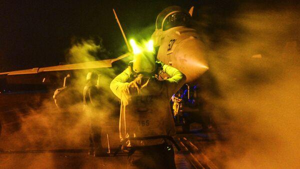 Caza E/A-18G Growler en la operación contra el EI en Irak y Siria - Sputnik Mundo