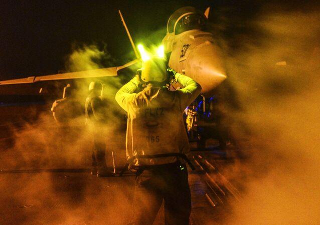 Caza E/A-18G Growler en la operación contra el EI en Irak y Siria