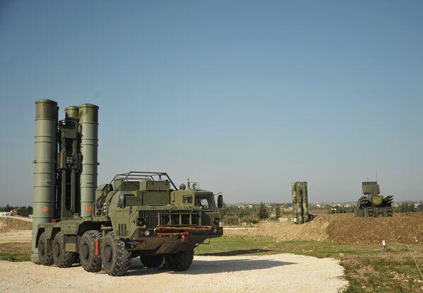 Sistema antiaéreo ruso S-400 Triumf en Siria - Sputnik Mundo