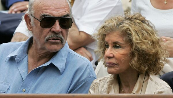 Sean Connery, junto a su mujer Micheline Roquebrune - Sputnik Mundo