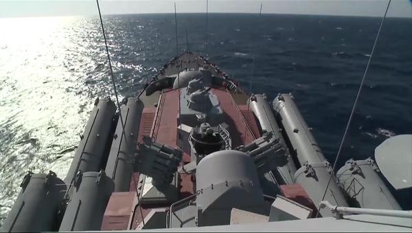 Crucero portamisiles Moskvá en el litoral de Latakia - Sputnik Mundo