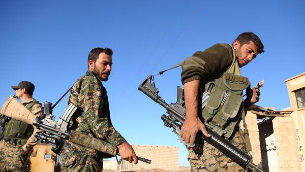 Soldados de la coalición de Fuerzas Democráticas sirias - Sputnik Mundo