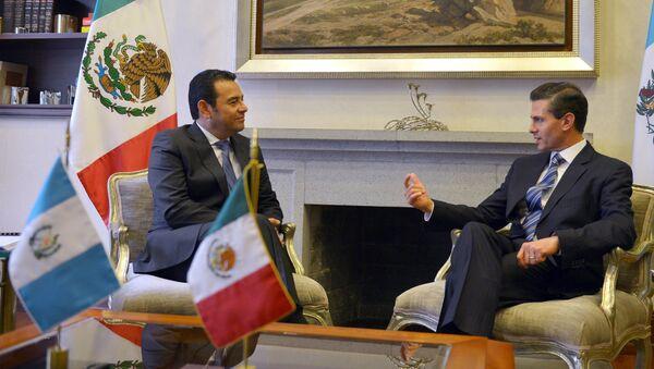 Presidente de Guatemala, Jimmy Morales (izda.) y presidente de México, Enrique Peña - Sputnik Mundo