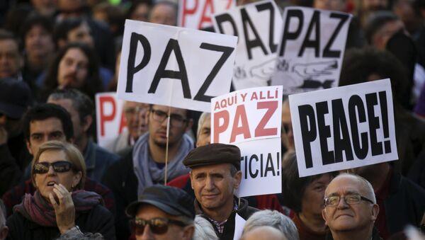Protestas en contra la guerra en Siria y el terrorismo yihadista en Madrid - Sputnik Mundo