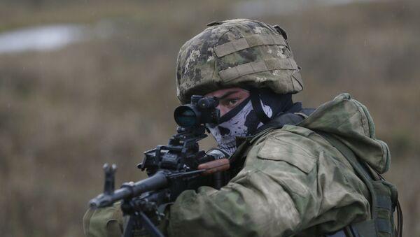 A serviceman of Ukrainian special operation forces takes part in tactical exercises at a shooting range in Khmelnytsky region, Ukraine November 20, 2015. - Sputnik Mundo