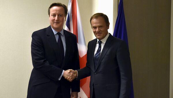 Primer ministro del Reino Unido, David Cameron, y presidente del Consejo Europeo, Donald Tusk - Sputnik Mundo