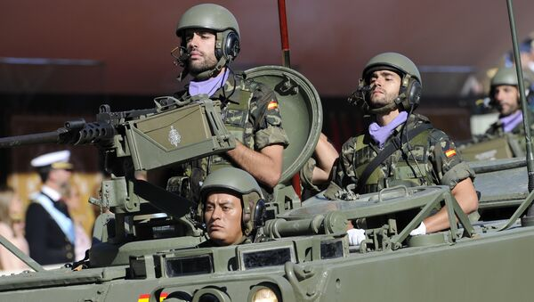 Spanish soldiers parade in a tank during National Day on October 12, 2010 - Sputnik Mundo
