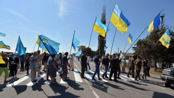 Activistas ucranianos cerca la frontera con Crimea - Sputnik Mundo