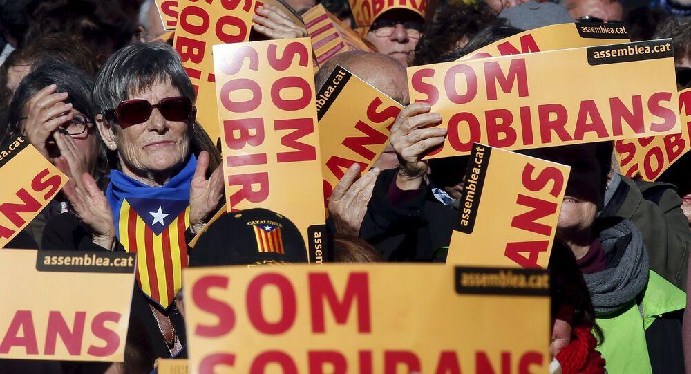 Partidarios de la independecia de Cataluña paticipan en una manifestación en Barcelona, España, foto de archivo