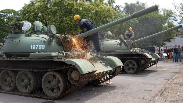 Tanques T-55, desmantelados por el recorte del gasto militar - Sputnik Mundo