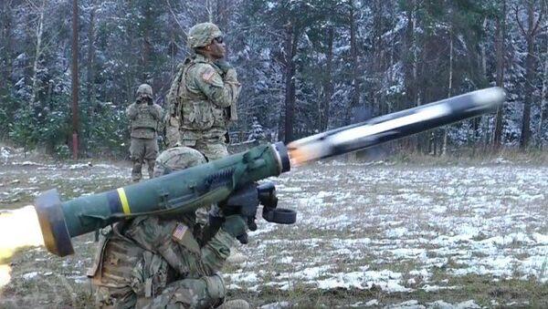 El misil FGM-148 Javelin en acción - Sputnik Mundo