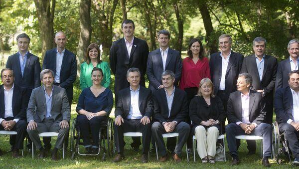 Mauricio Macri, presidente electo de Argentina, con algunos miembros de su nuevo gabinete - Sputnik Mundo