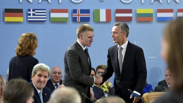 Ministro de Asuntos Exteriores de Montenegro, Igor Luksic, y secretario general de la OTAN, Jens Stoltenberg - Sputnik Mundo