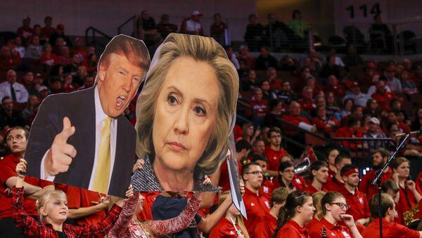 Trump y Clinton, los dos candidatos más populares según encuesta - Sputnik Mundo