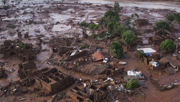 Consecuencias de la represa minera en Samarco, Brasil (archivo) - Sputnik Mundo