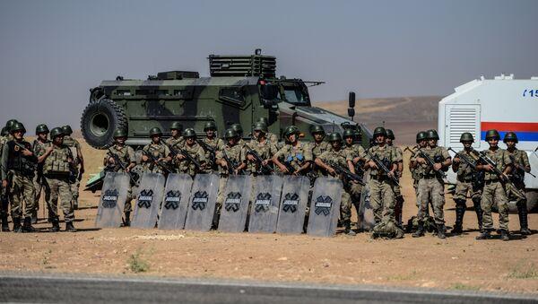 Ejército turco en la frontera entre Turquía y Siria - Sputnik Mundo