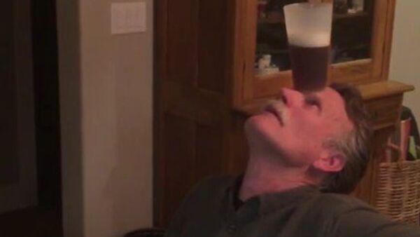 Yoga cervecera - Sputnik Mundo