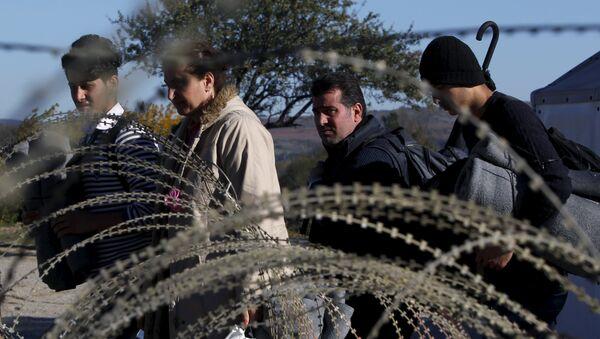 Migrantes en la frontera entre Grecia y Macedonia - Sputnik Mundo