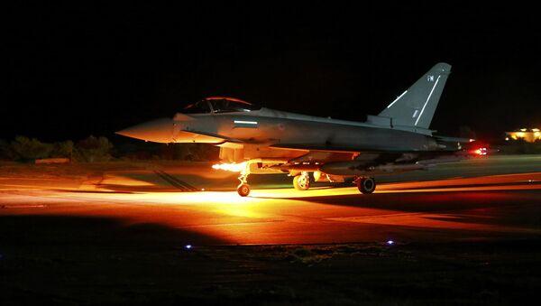 Caza británico Typhoon en la base de Akrotiri eb Chipre - Sputnik Mundo