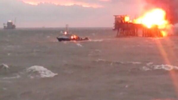 Incendio en plataforma petrolera Gunesli en el Mar Caspio - Sputnik Mundo