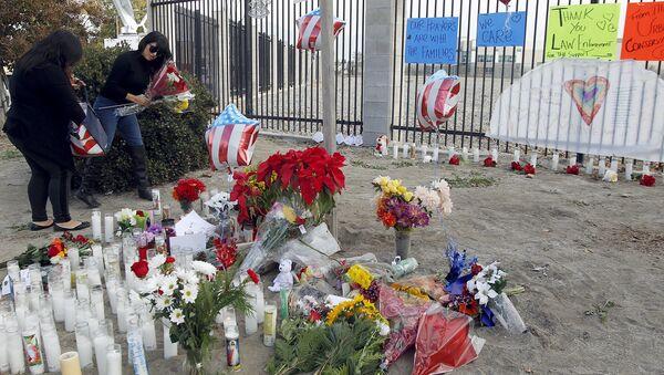 Memorial por las víctimas levantado en San Bernardino - Sputnik Mundo
