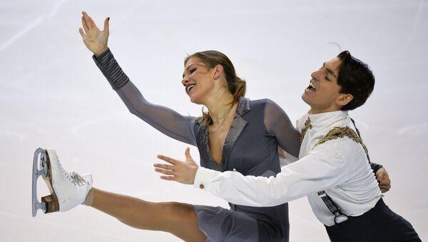 Pareja turca de patinaje formada por Alisa Agafonova y Alper Ucar - Sputnik Mundo