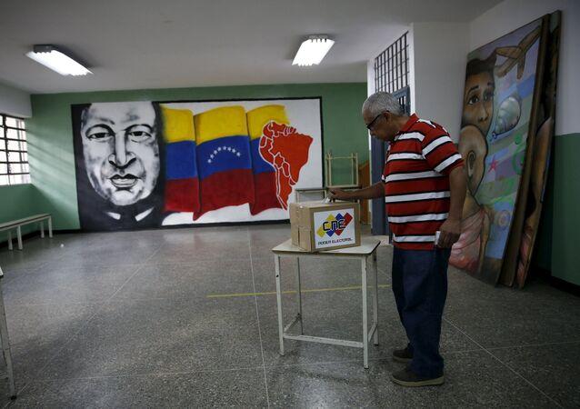 La jornada electoral en Venezuela a punto de concluir sin incidentes