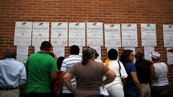 Oposición gana 99 escaños contra 46 del oficialismo en Venezuela - Sputnik Mundo
