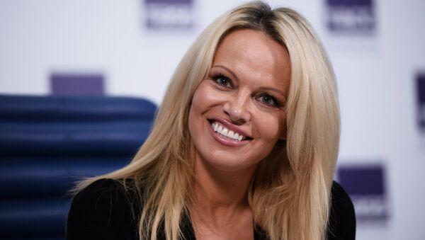 Pamela Anderson, la actriz estadounidense - Sputnik Mundo