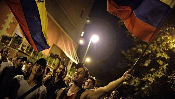 Partidarios de la oposición venezolana celebran la victoria en las elecciones parlamentarias - Sputnik Mundo
