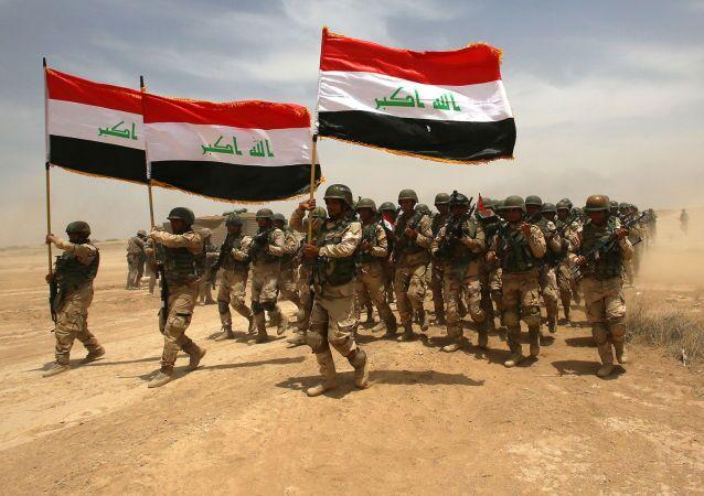Soldados iraquíes participan en los ejercicios militares