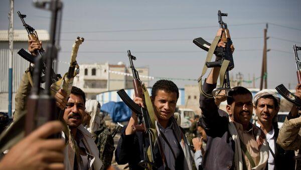 Rebeldes hutíes demuestran sus aramas de fuego, Yemen - Sputnik Mundo