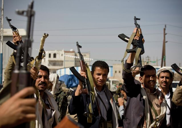 Rebeldes hutíes demuestran sus aramas de fuego, Yemen