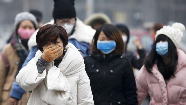 Ciudadanos de Pekín llevan máscaras quirúrgicas - Sputnik Mundo