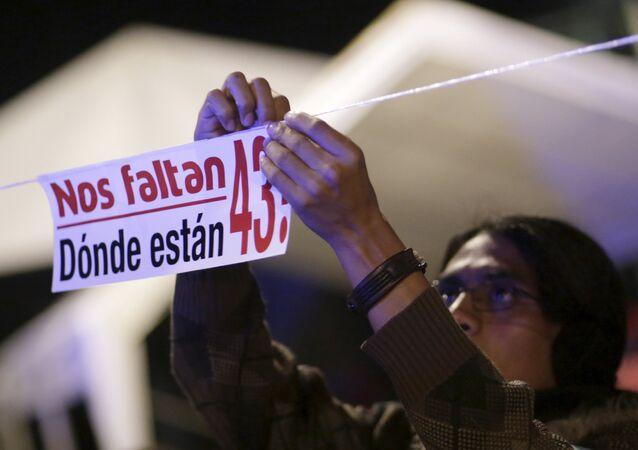 Manifestación en conmemoración de estudiantes asesinados de Ayotzinapa (archivo)