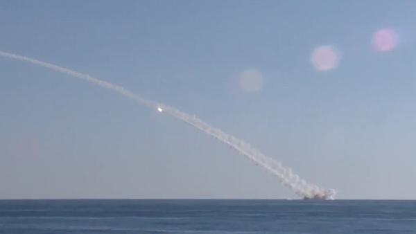 Rusia ataca a Daesh con misiles Kalibr lanzados desde submarino - Sputnik Mundo