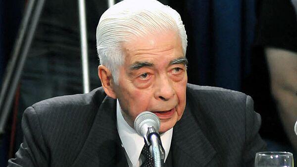 El general Luciano Benjamín Menéndez asiste al juicio en su contra - Sputnik Mundo