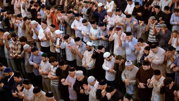 Musulmanes rezando - Sputnik Mundo