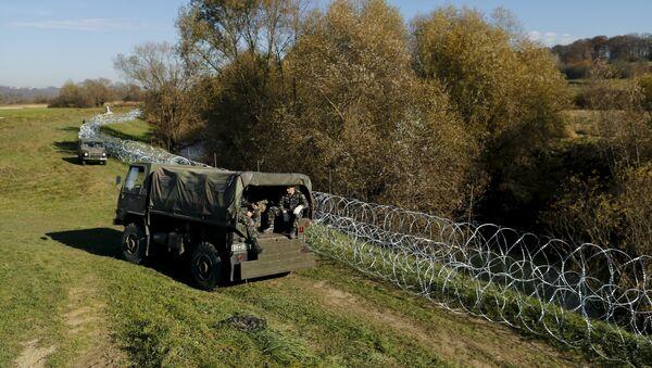 Soldados eslovenos cerca de la frontera del país - Sputnik Mundo
