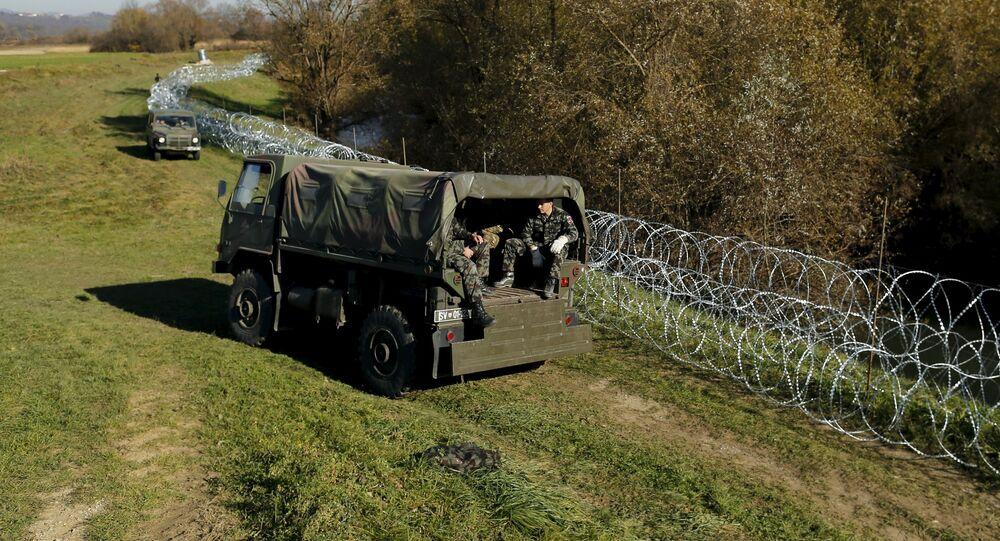 Soldados eslovenos cerca de la frontera del país