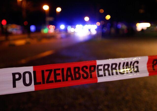 La policía cerca el estadio HDI-arenaI. Hannover, Alemania- 17/11/15