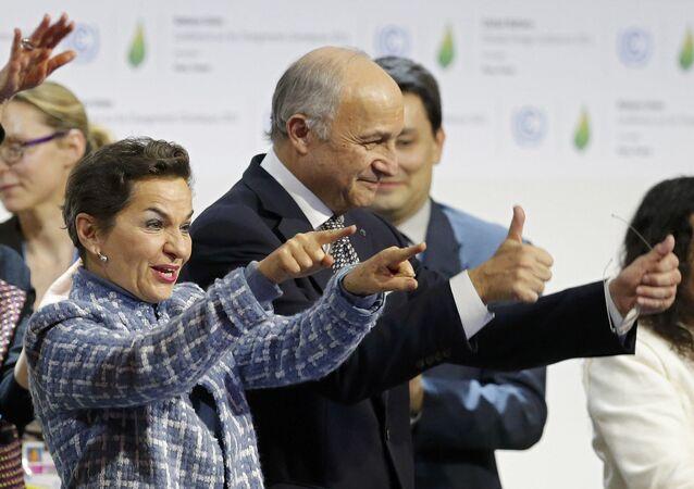 Responsable de cambio climático de la ONU, Christiana Figueres, y ministro de Asuntos de Exteriores de Francia, Laurent Fabius