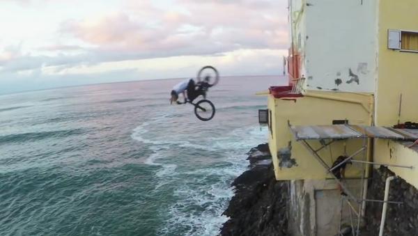 Un ciclista conquista las azoteas de Gran Canaria - Sputnik Mundo