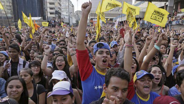 Diálogo gobierno-oposición todavía lejos en Venezuela - Sputnik Mundo