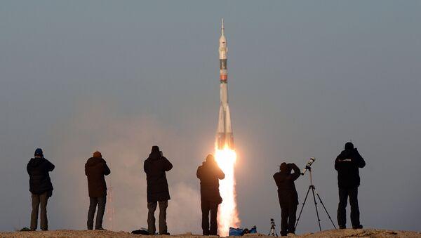 Lanzamiento del cohete Soyuz ( imagen referencial) - Sputnik Mundo
