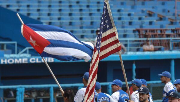 US Penn State university baseball team before a game with Cuban Industriales team at the Latin American stadium in Havana - Sputnik Mundo