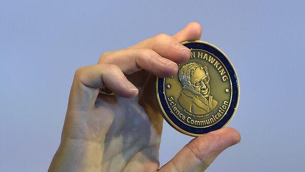 Medalla Stephen Hawking - Sputnik Mundo