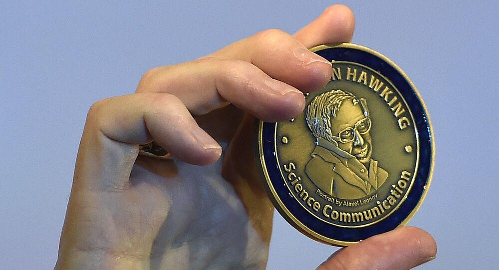Medalla Stephen Hawking