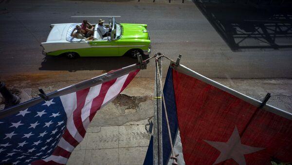 Banderas de EEUU y Cuba en La Habana - Sputnik Mundo
